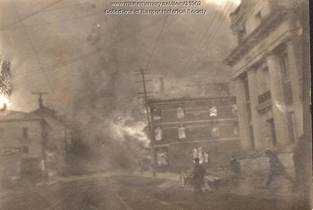 Kenduskeag Block burning, Bangor, 1911