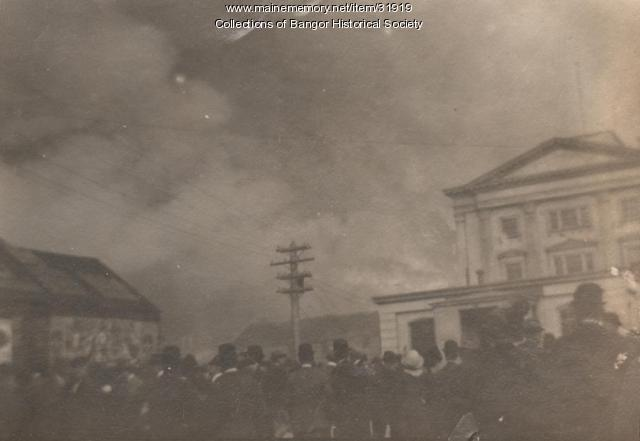 Crowd at Post Office during fire, Bangor, 1911