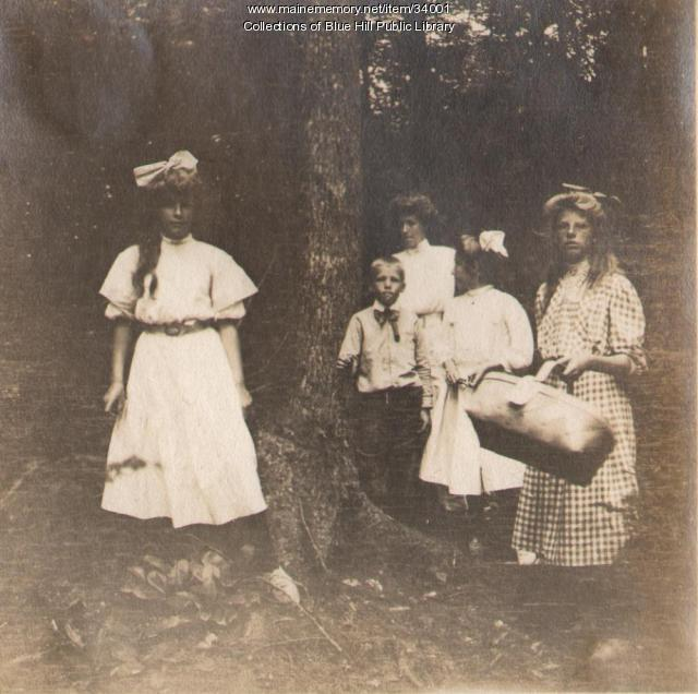 Picnicking, Blue Hill, 1907