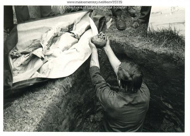 Hopley Yeaton exhumation, Lubec, 1974