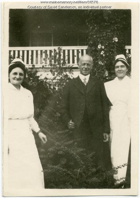 Sanatorium nurses and doctor, Hebron, ca. 1914