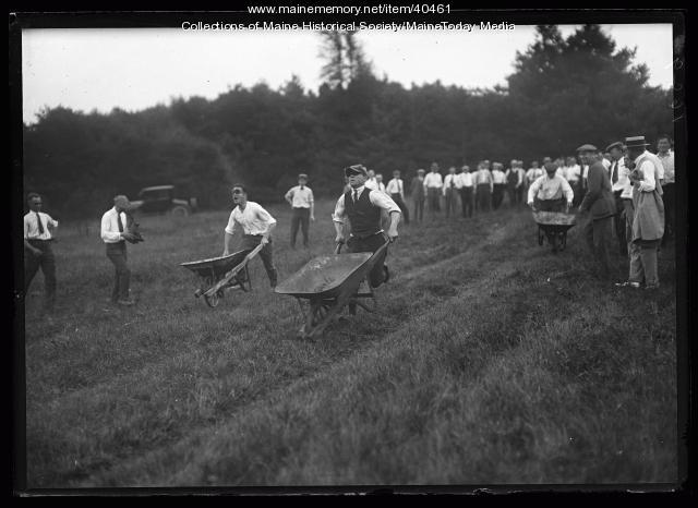 Wheelbarrow race, Scarborough, 1920