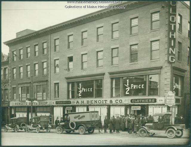 A. H. Benoit store sale, Portland, 1920