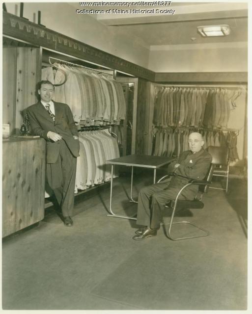 Benoit's salesmen, Portland, 1942
