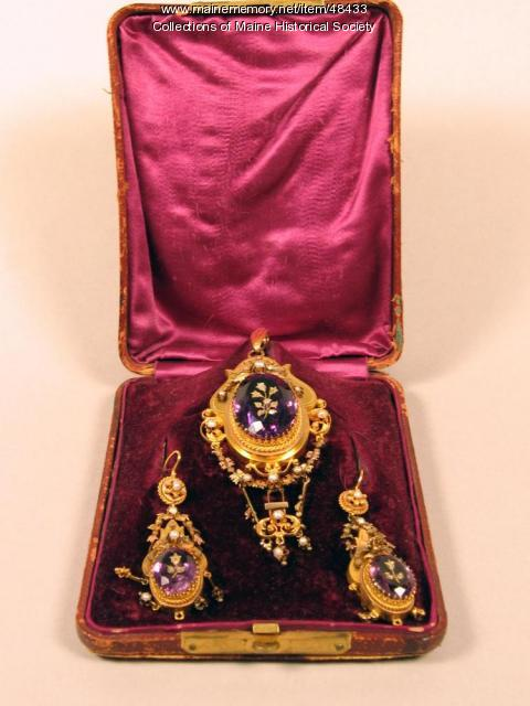 Claudia Wigglesworth brooch and earrings, ca. 1860