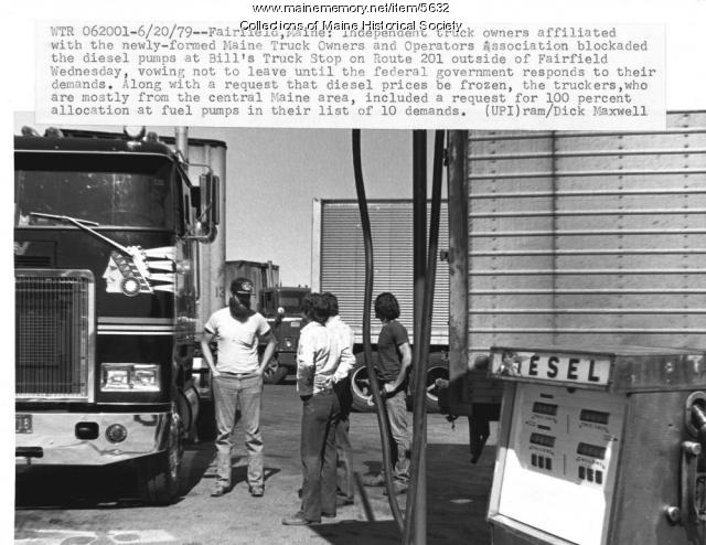 Truck blockade at Bill's Truck Stop, Fairfield, 1979