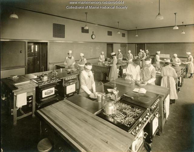 Cooking class, Portland High School, ca. 1920