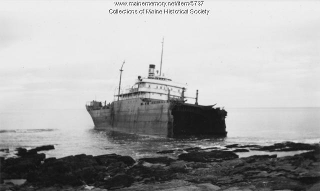 'Oakey Alexander' aground off Cape Elizabeth, 1947