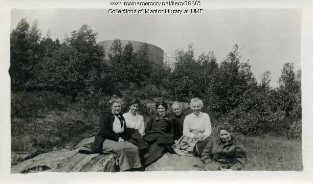 Powder House Hill graduation picnic, Farmington State Normal School 1914