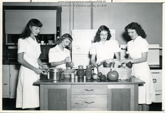 Home Economics students, Farmington State Teachers College, ca. 1947