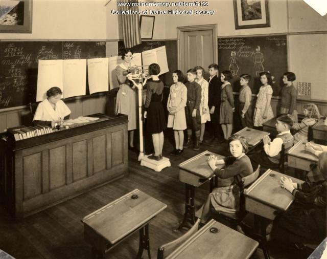 Weighing in, North School, Portland, 1932
