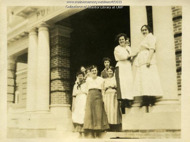 Student waitresses, Farmington State Normal School, 1917
