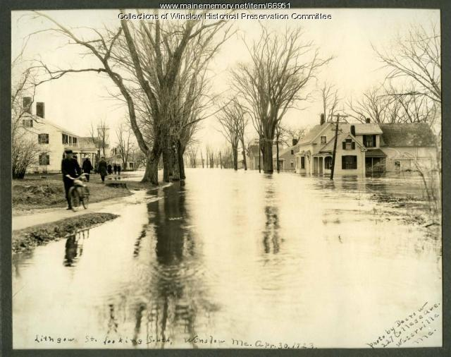 Flooding on Lithgow Street, Winslow, 1923
