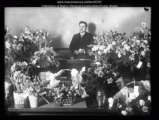 Max Pinansky at funeral, Portland, ca. 1920