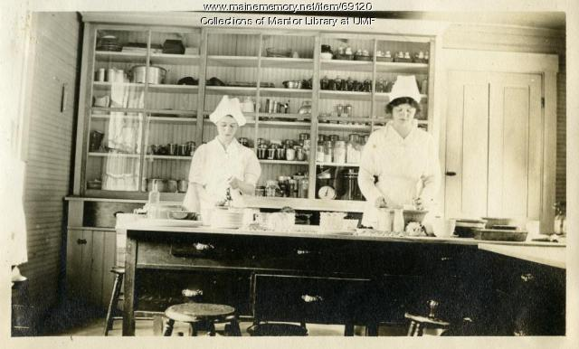 Food demonstration, Farmington State Normal School, ca. 1916