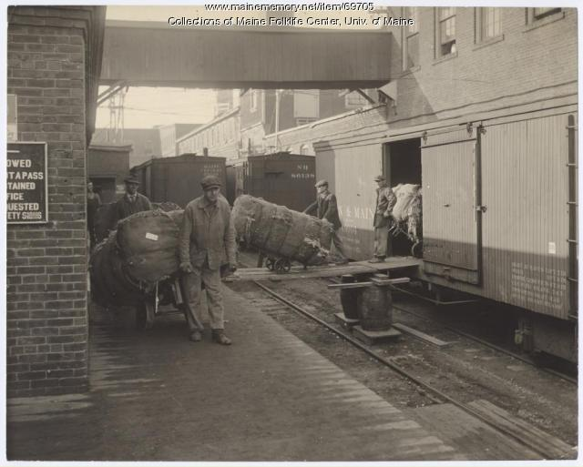 Unloading rags, Eastern Manufacturing, Brewer, ca.1920