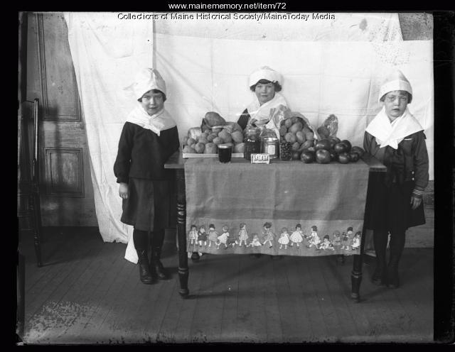 Thanksgiving Day at Casco Street School, Portland, 1922