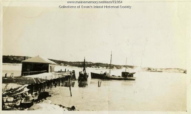 Dragger at Quarry Wharf, Swan's Island, ca. 1900
