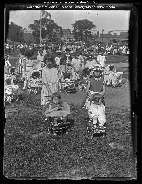 Baby carriage parade contestants, Deering Oaks, 1924