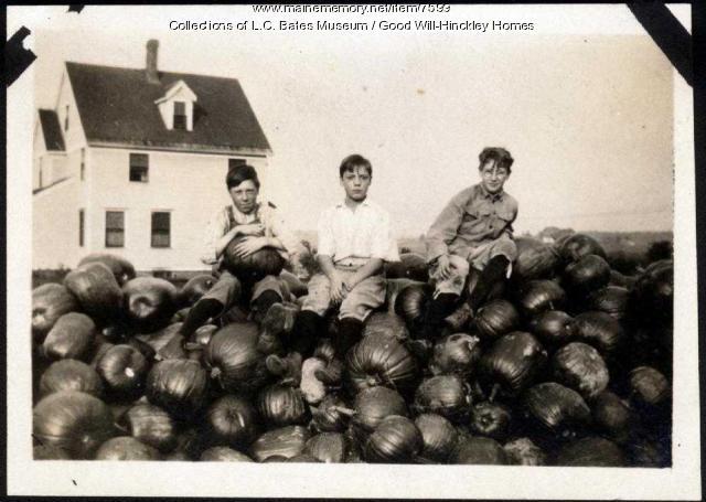 Good Will boys and pumpkins, Fairfield, 1919