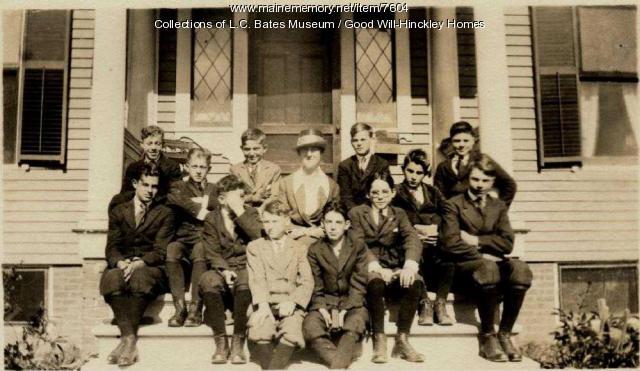 Good Will matron and boys, Fairfield, 1919