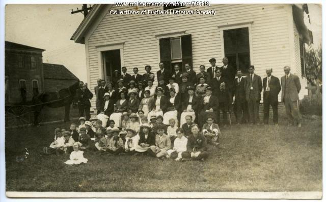 Dixfield Common Baptist Church and citizens, Dixfield, ca. 1900