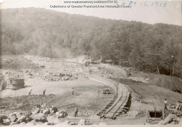 Building the Basin of the Reservoir at Mt. Zircon, Rumford, 1913