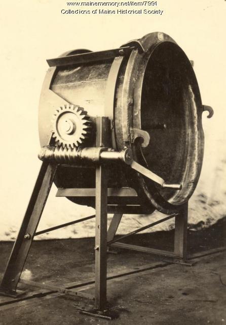 Kettle-tilting device