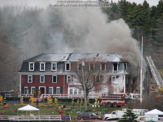 The Coveside Inn demolition, Christmas Cove, 2006