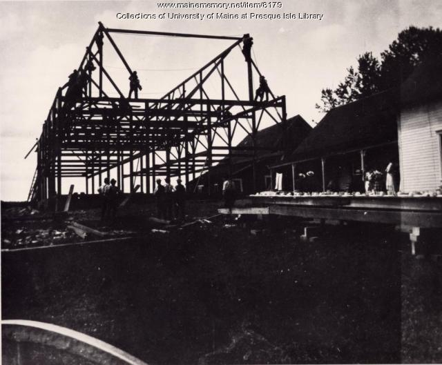 Barn raising, Easton, 1922