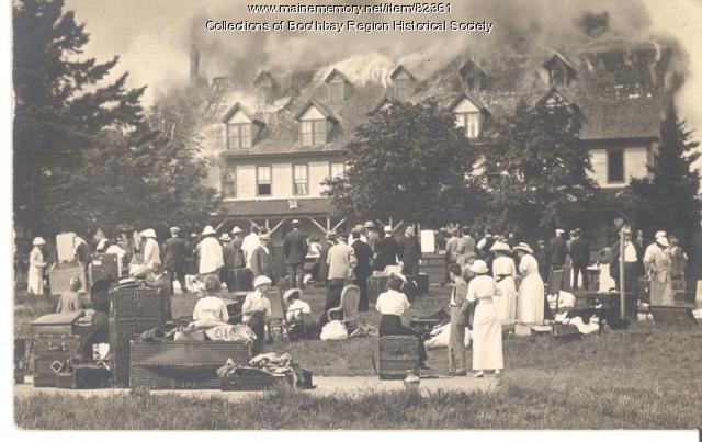 Fire at Samoset House on Mouse Island in Boothbay Harbor, 1913
