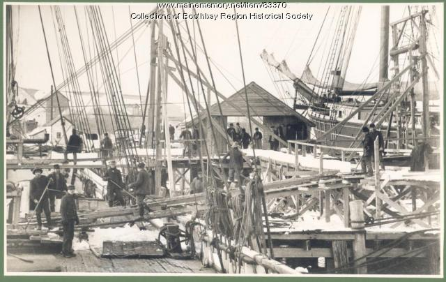 Vessels loading ice in West Boothbay Harbor, 1907