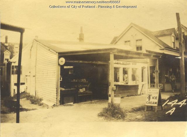 Leavitt property, W. Side Island Avenue, Peaks Island, Portland, 1924