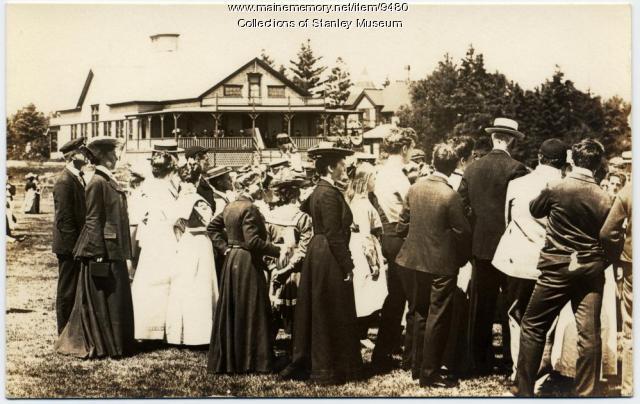 Spectators, Squirrel Island, ca. 1900