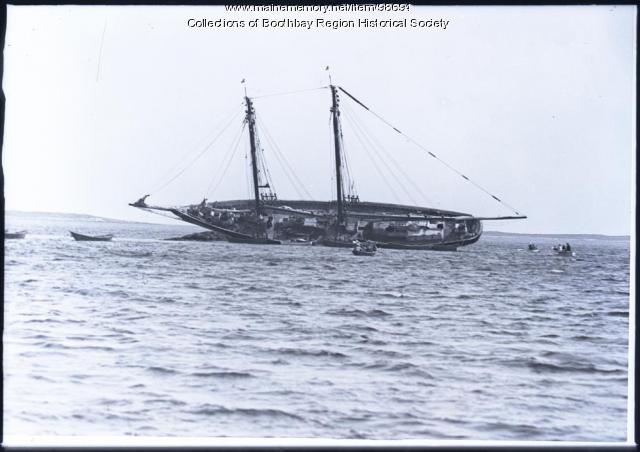 Schooner 'Shamrock' aground on Spruce Point Ledge, July 1925
